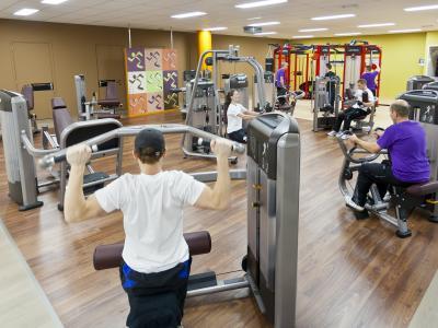 Fitness is een van de populairste sporten van dit moment.